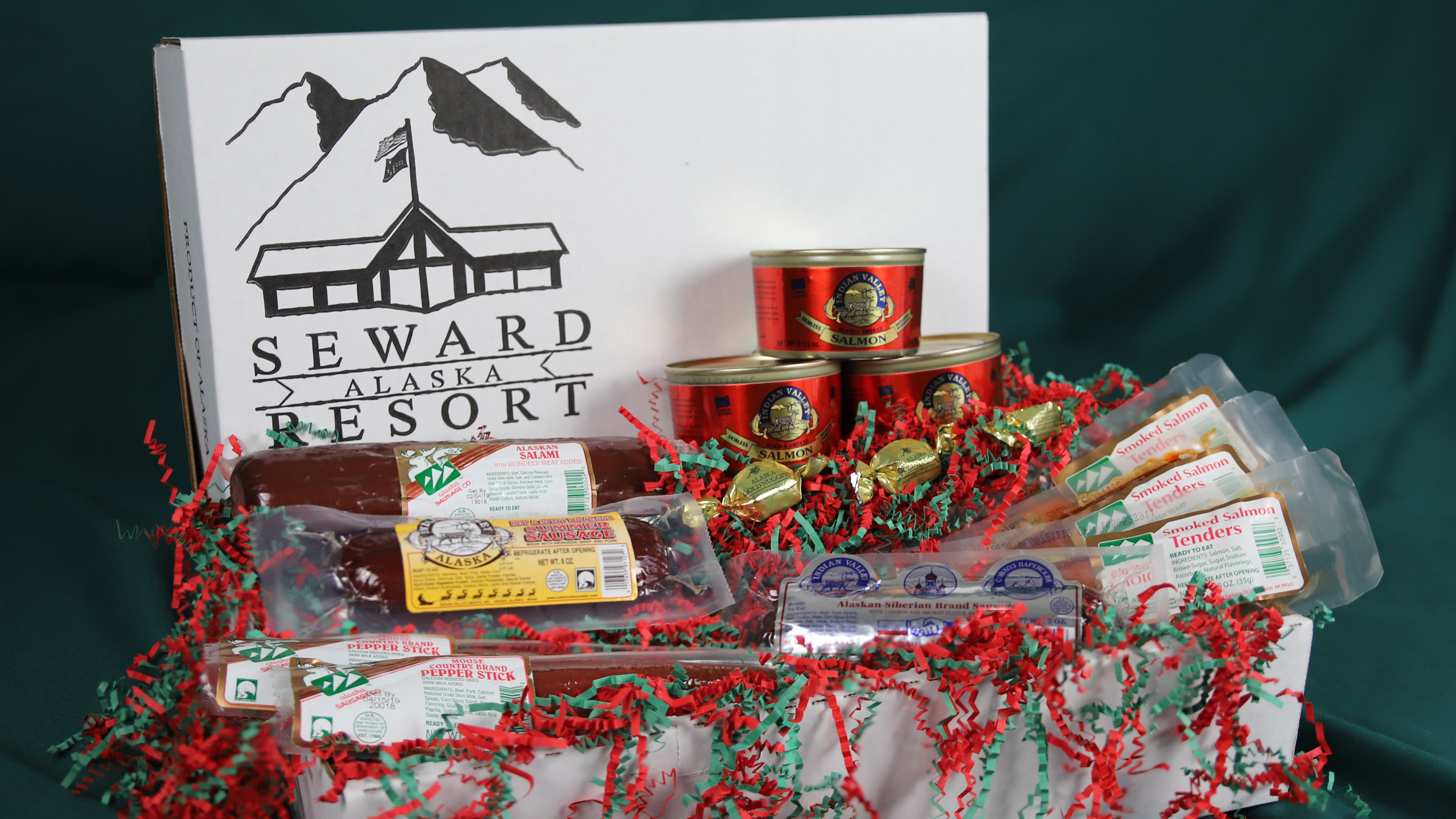 SMR_Alaskan_Trailblazer_Gift_Box_Items_In_Box_Web.jpg